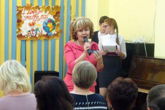 Депутат Алсу Айзатуллина поздравляет педагогов с профессиональным праздником